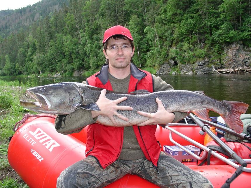 Ловля тайменя на таежной реке рыбалка в сибири